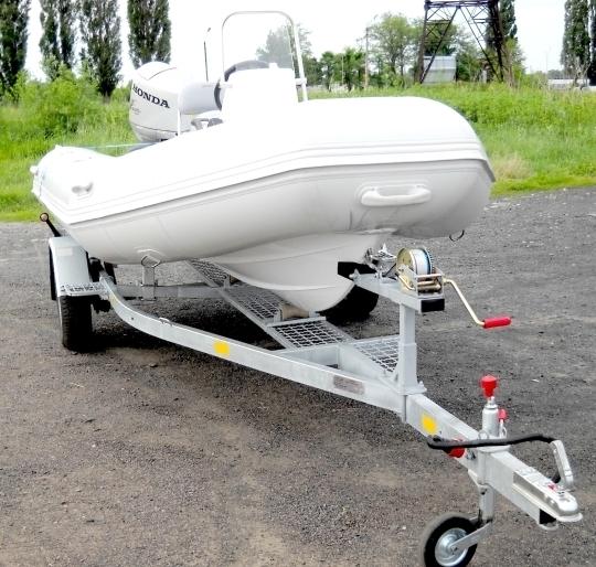 крепление резиновой лодки на прицепе